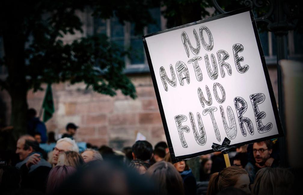 Khaskhabar/अमेरिकी राष्ट्रपति जो बिडेन बुधवार को जलवायु परिवर्तन से लड़ने के लिए अंतरराष्ट्रीय पेरिस समझौते में अमेरिका की वापसी की घोषणा करेंगे, जो कि ग्लोबल वार्मिंग का मुकाबला करने के लिए अमेरिकी नेतृत्व को बहाल करने के उद्देश्य से एक दिवसीय कार्यकारी आदेशों की एक बेड़ा है।घोषणाओं में जलवायु परिवर्तन सुरक्षा को कमजोर करने वाले पूर्व-राष्ट्रपति डोनाल्ड ट्रम्प के कार्यों की समीक्षा करने के