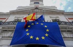 मैडरिड के सिटी हॉल के बाहर यूरोपीय संघ का झंडा