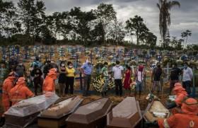 कोरोना वायरस महामारी के समय सामूहिक दफन करता ब्राजील का मनाऊस शहरकोरोना वायरस महामारी के समय सामूहिक दफन करता ब्राजील का मनाऊस शहर  (ANSA)