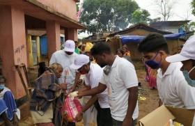स्वतंत्रता सेनानियों के परिजनों को मदद करती राँची कलीसिया